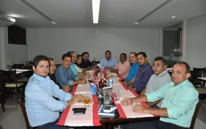 Prefeito de Floriano Joel Rodrigues se reuni com vereadores de sua base