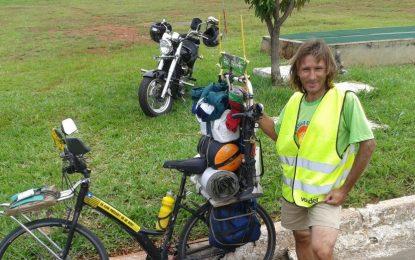 Após percorrer 66 países, piauiense quer ir à Rússia de bicicleta