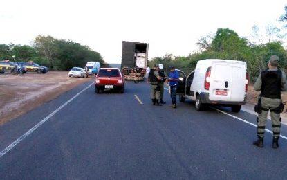 Policiais em Floriano vistoriam mais de 120 motos e acabam retendo duas delas