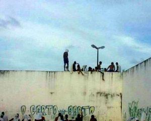 PCC decapita 26 presos rivais em motim de 14h na maior prisão do RN