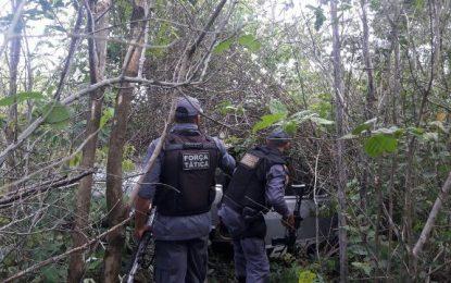 """Carro é abandonado no """"Morro da Televisão"""" em São João dos Patos"""