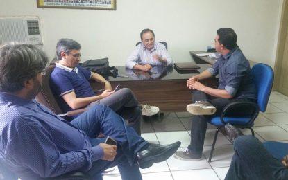 Prefeito de Marcos Parente busca internet gratuita para zona urbana e rural