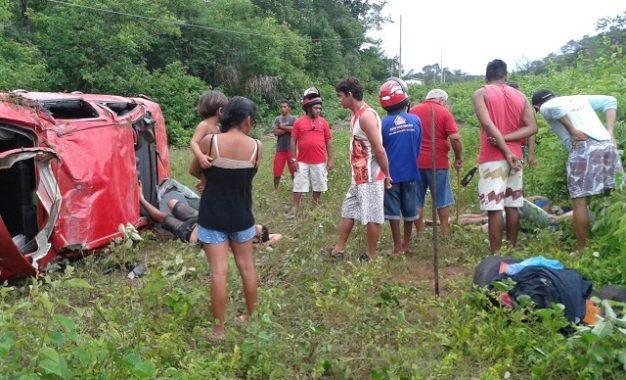 Veículo capota em rodovia do Piauí e cinco pessoas ficam feridas