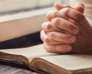 Conheça a oração que promete vencer o medo