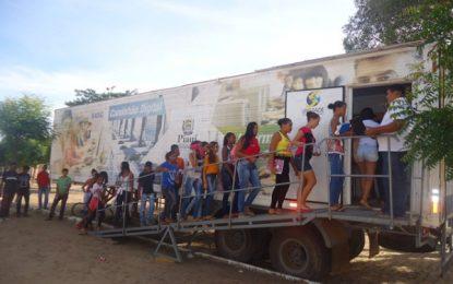 Caminhão Digital da SASC está em Canavieira promovendo curso de informática