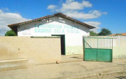 Moradores do bairro Bela Vista afirmam que lavanderia pública virou ponto de drogas e prostituição