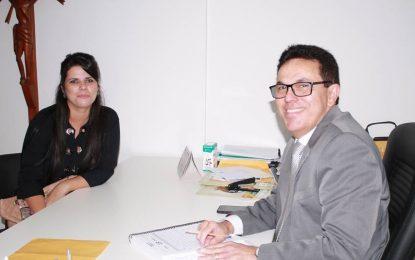 Prefeita de Jerumenha tem audiência com o secretário Zé Santana na Sasc