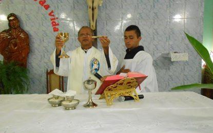 Frei Eulálio celebra missa dos filhos ausentes nos festejos de Marcos Parente