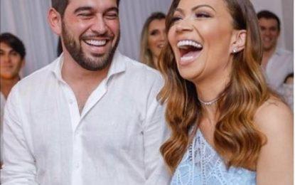 Após casamento surpresa, Solange Almeida aproveita lua de mel no Maranhão
