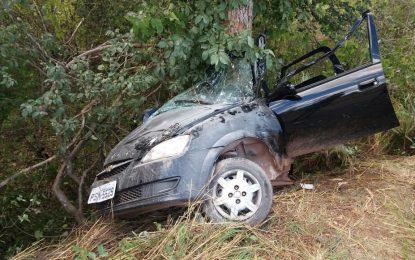 Carro colide em árvore e deixa dois mortos na BR 343 em Piripiri