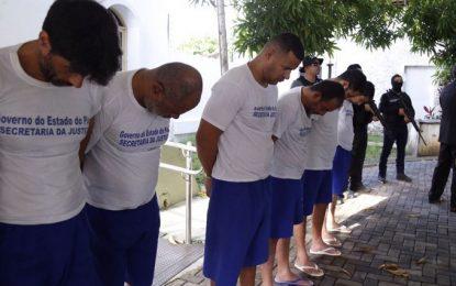 Polícia apresenta os 13 suspeitos de assaltar R$ 15 milhões da Servi-San no Piauí