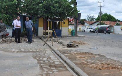 Prefeitura de Floriano avança na operação tapa-buraco na Av. São Pio que dá acesso ao bairro da Guia
