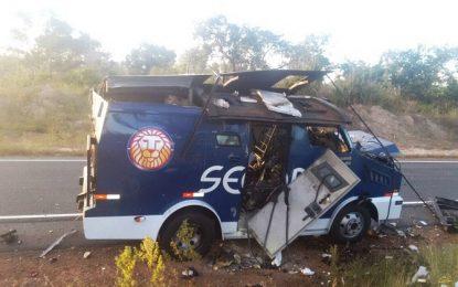 Bandidos explodem carro-forte na PI 140 em Floriano