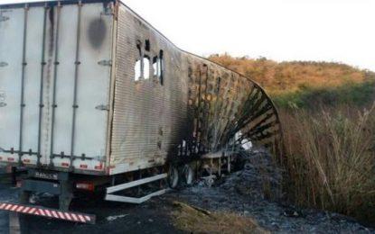 Acidente entre caminhões mata três pessoas carbonizadas na BR-316