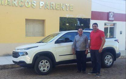 Prefeito Pedro Nunes adquire novo veículo para Marcos Parente