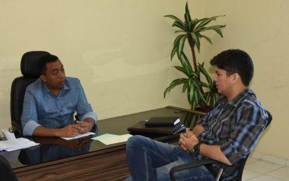 Joel e o secretário Enéas Maia tratam de assuntos referentes a saúde de Floriano