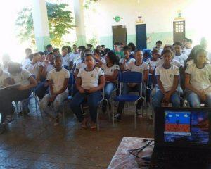 "Secretaria de Saúde de Landri Sales realiza palestra sobre o combate de ""Álcool e Drogas"" na escola Marques da Rocha."