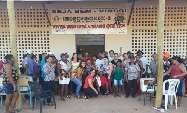 Idosos de Bertolínia participam de passeio de lazer em Manoel Emídio