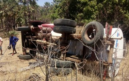 Caminhão Pipa do exército tomba após acidente na PI 461