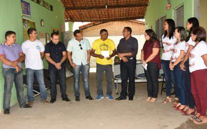 Joel visita projeto desenvolvido por ex-combatentes do exército em Floriano