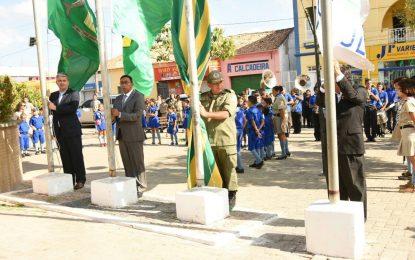 Hasteamento das bandeiras abriu as comemorações do dia 7 de setembro em Floriano