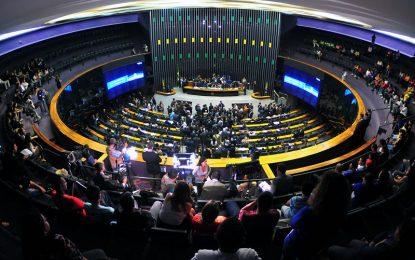 Câmara Federal recua e libera coligações partidárias para as eleições