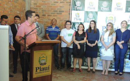 Prefeito de Bertolínia marca presença na entrega de 'kits UAPI' em Teresina