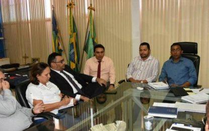 SINTE se reúne com prefeito de Floriano para debater pagamento de piso salarial