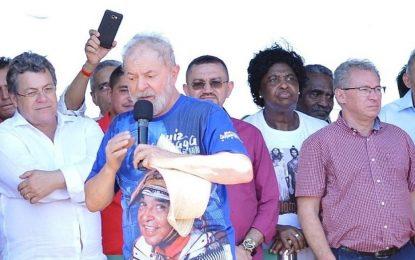 Lula faz ato público em Picos e é comparado a Jesus Cristo pelo Padre Walmir