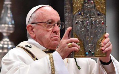 Papa Francisco admite que Igreja 'demorou' para enfrentar pedofilia