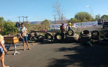 Rodovia da Morte: População interdita BR-135 em municípios do Piauí