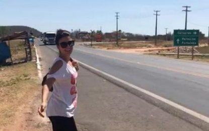"""Ônibus de Paula Fernandes fica sem bateria e cantora """"pede carona"""" no Piauí"""