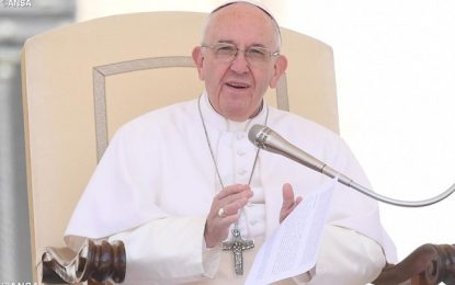 Papa chama tiroteio em Las Vegas de tragédia sem sentido
