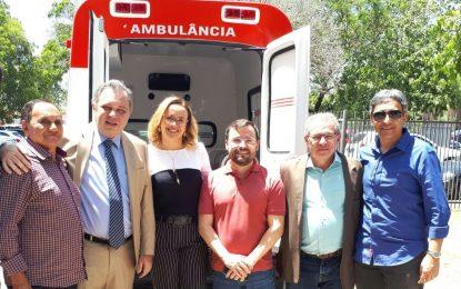 Prefeito Pedro Nunes recebe nova ambulância para a saúde de Marcos Parente