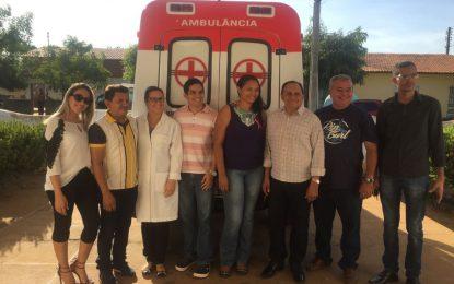 Prefeito faz entrega da ambulância na unidade de saúde de Marcos Parente
