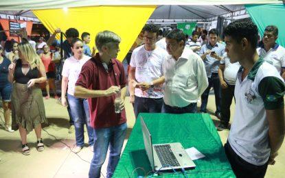 Alunos do Ceepru Frei José Apicella expõem projetos durante o PiauíTec em Teresina