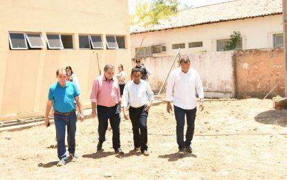 Prefeito Joel pede rapidez na conclusão de obras do Hospital de Floriano