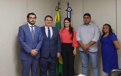Prefeita Aldara consegue em Brasília investimentos e uma nova ambulância para Jerumenha