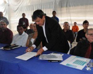 Em Floriano, Wellington Dias libera recursos para as áreas da saúde e mobilidade urbana