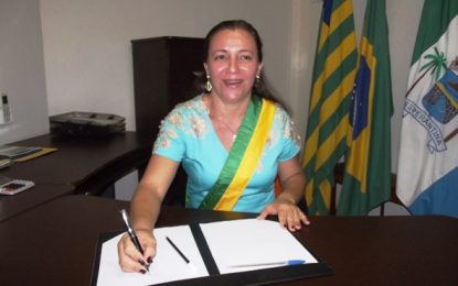 Prefeita do interior do Piauí exonera mais de 100 comissionados