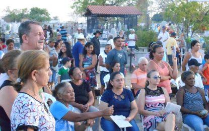 Cemitério de Guadalupe registra grande movimentação no Dia de Finados