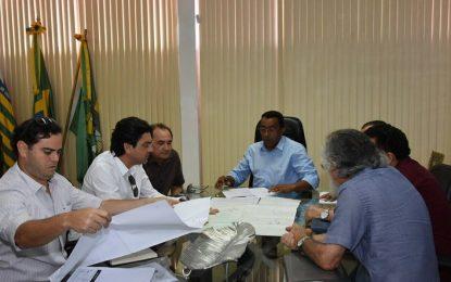 Projeto de Usina Solar Fotovoltaica é apresentado ao prefeito Joel Rodrigues