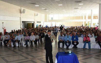 Floriano tem palestra com o governador W. Dias na III Convenção Empresarial