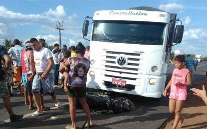 Motoqueiro morre após ser atropelado por carreta em Campo Maior