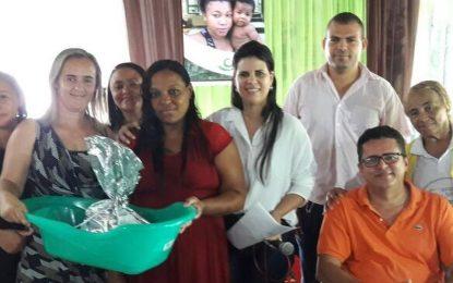 Prefeita de Jerumenha entrega kits para as gestantes do Programa Criança Feliz