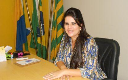 Prefeita Aldara Pinto antecipa e paga o 13º dos servidores de Jerumenha