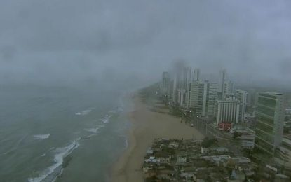 Helicóptero da TV Globo cai e deixa dois mortos em Recife