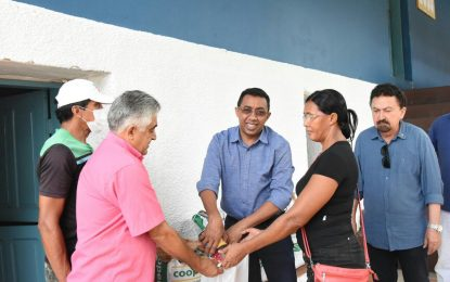 Prefeitura de Floriano entrega de sementes de milho para agricultores familiares
