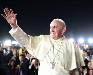 Igrejas no Chile são incendiadas em ato contra visita do Papa