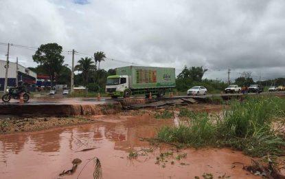 BR-343 entre Teresina e Altos é interditada após desabamento